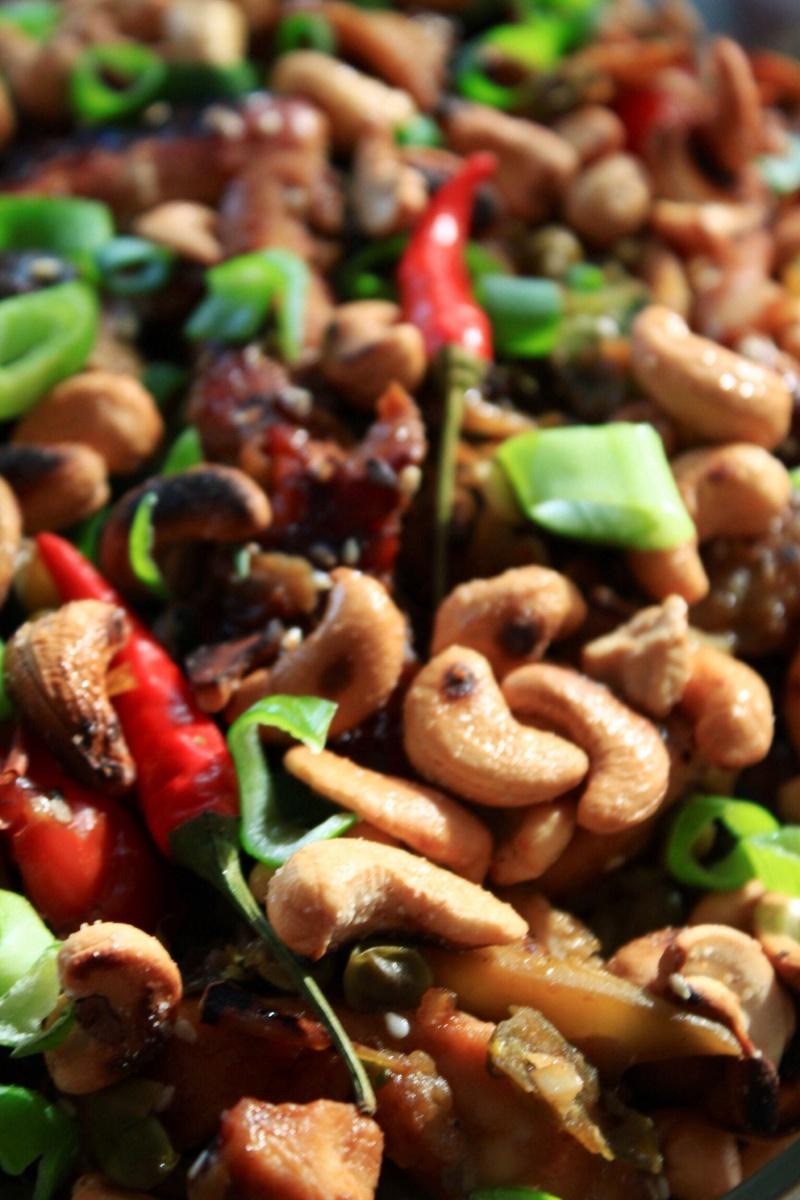 Kai Pad Med Mamuang - Kylling med cashewnøtter