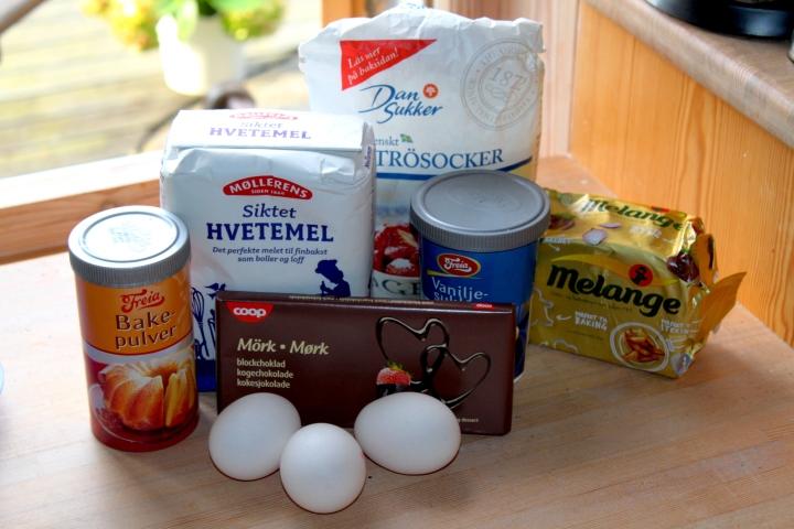 søtppotetsalat, honey-mustard, fyrstekake og sjokoladekremkake 109