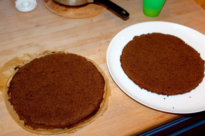 søtppotetsalat, honey-mustard, fyrstekake og sjokoladekremkake 190