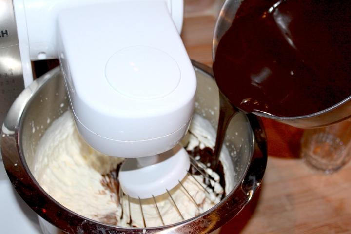 søtppotetsalat, honey-mustard, fyrstekake og sjokoladekremkake 210